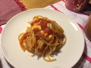トマトとモッツアレラのパスタ